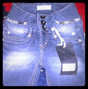Evolution drama fashion jeans